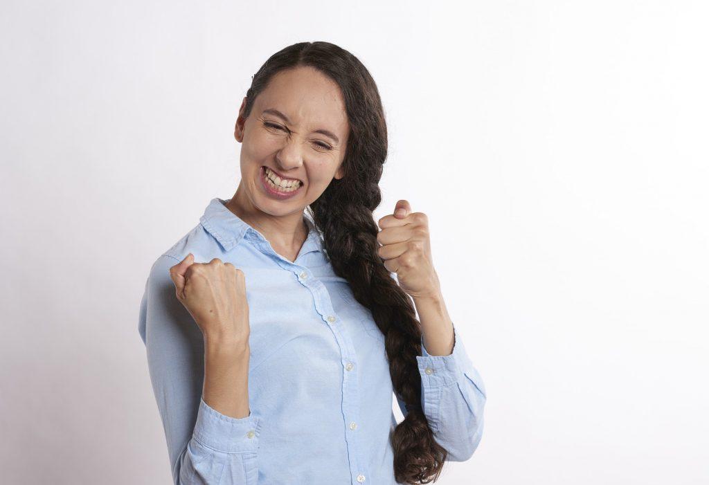 radující se dívka